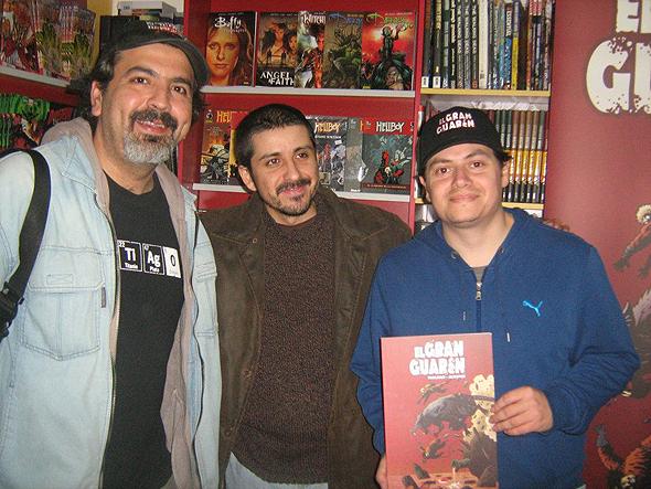 Gabriel Aiquel, Pedro Tralkan y Claudio Alvarez, el equipo de El Gran Guarén en pleno en el FCBD de Shazam Comics. Foto: Huérfanos de la Viñeta.