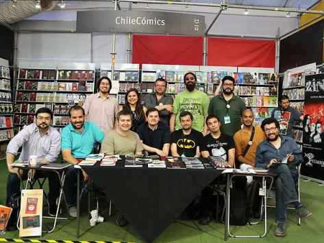 Firma de autores de cómic chileno en la FILSA 2014.